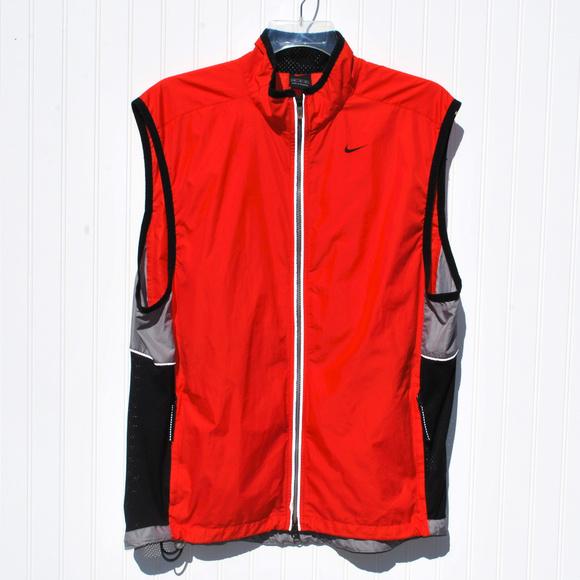 34e8f623fb7 Nike Men's Sleeveless Zip Up Vest. M_5bf0bb50c61777c7d6146660
